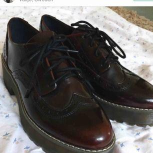 Säljer dessa skor från monki , köpte här på plick fast det är för stor för mig 😢. Ps : köparen står för frakt eller möts vi upp i göteborg🤠