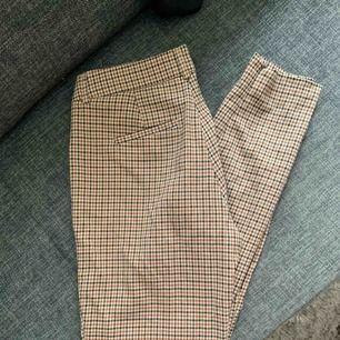 Rutiga as snygga byxor tyvärr försmå för mig därav varför jag säljer.