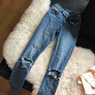 Slitna bikbok jeans strl XS. Fint skick.