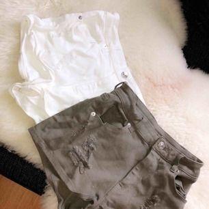 2 par slitna shorts strl XS Båda är knappt använda och i fint skick.