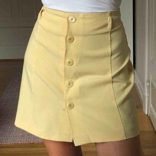 Söt vintage kjol från humana. Färgen är mest korrekt på första bilden!