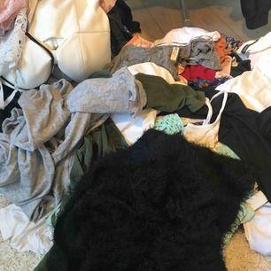 Rensat garderoben och har det mesta så är det något speciellt du söker så hör av dig så ska jag se vad jag kan få fram :)