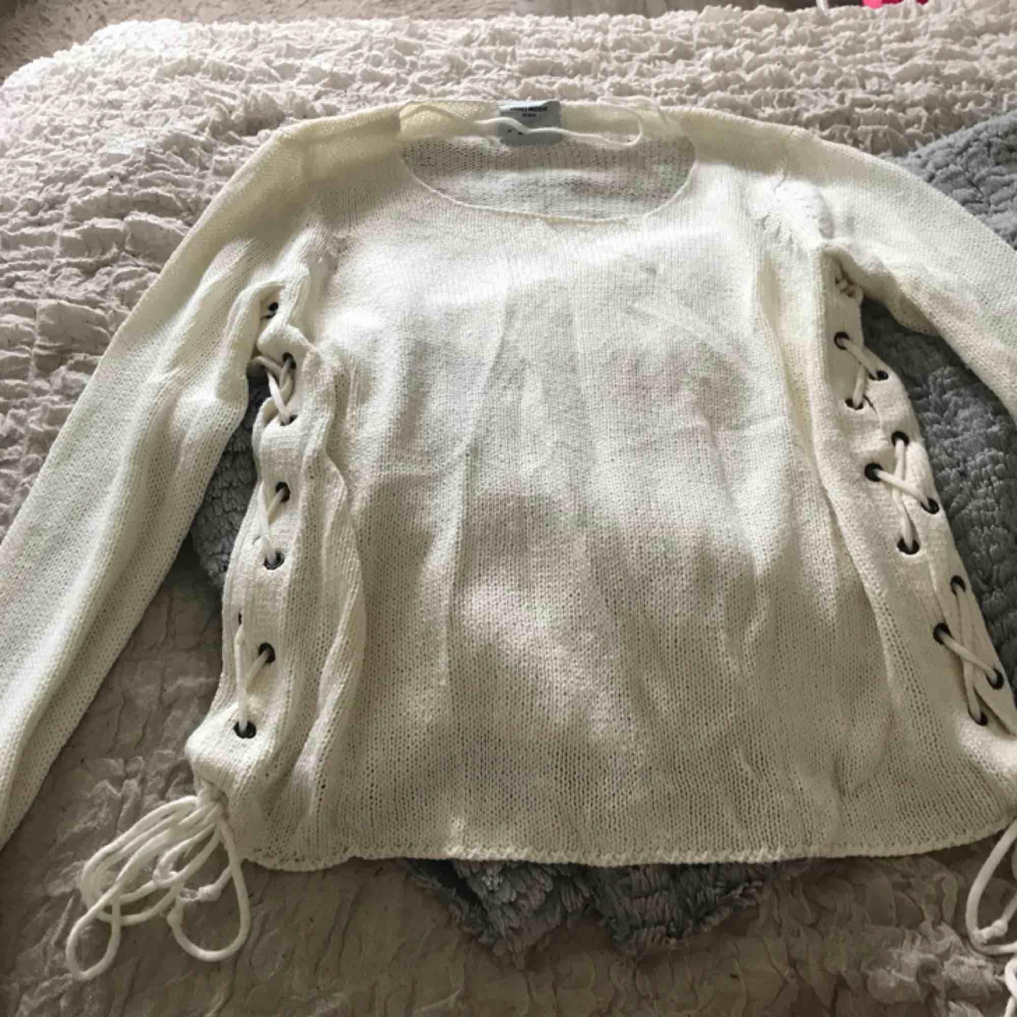 Stickad tröja från vero Moda Använd 1 gång. Tröjor & Koftor.