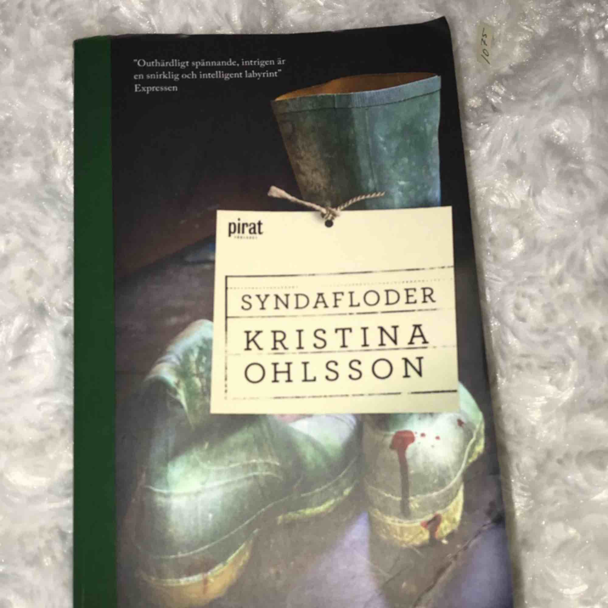 Pocketbok av Kristina Ohlsson. En kriminal roman. Läst den själv och tycker att den är jätte spännande!  SYNDAFLODER . Övrigt.