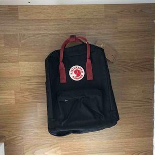 Kånken ryggsäck / helt ny / fick den i present men har redan en så därav lägre pris / 350:- inkl frakt
