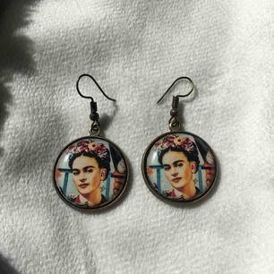Super söta Frida Kahlo örhängen🧚♀️