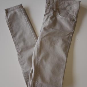 Stretchbyxor från Bikbok, storlek xs. Köparen står för ev frakt😊