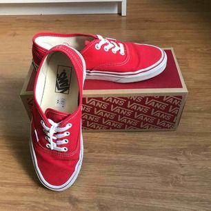 Authentic skor från vans, jättefint skick. Nypris 749 men säljer de för 500 då de inte kommer till användning, använda ca 4 gånger. Köparen står för frakten.