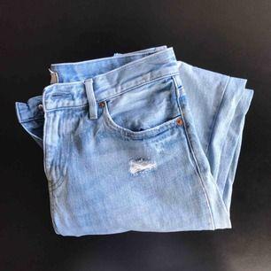 Slim boyfriend jeans från Uniqlo. Storlek 27 i midjan. Kan mötas upp i Lund annars står köparen för frakten.