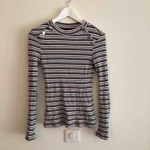 Randig tröja från Gina, använd ett par gånger. I nyskick  Kan mötas i Göteborg eller skicka mot kostnad