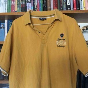 gul jättestor (och bekväm) tröja, köpt second hand men aldrig använd
