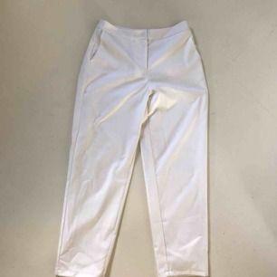 Vita kostymbyxor från Y.A.S. Använda endast en gång. Köparen står för frakt🧡