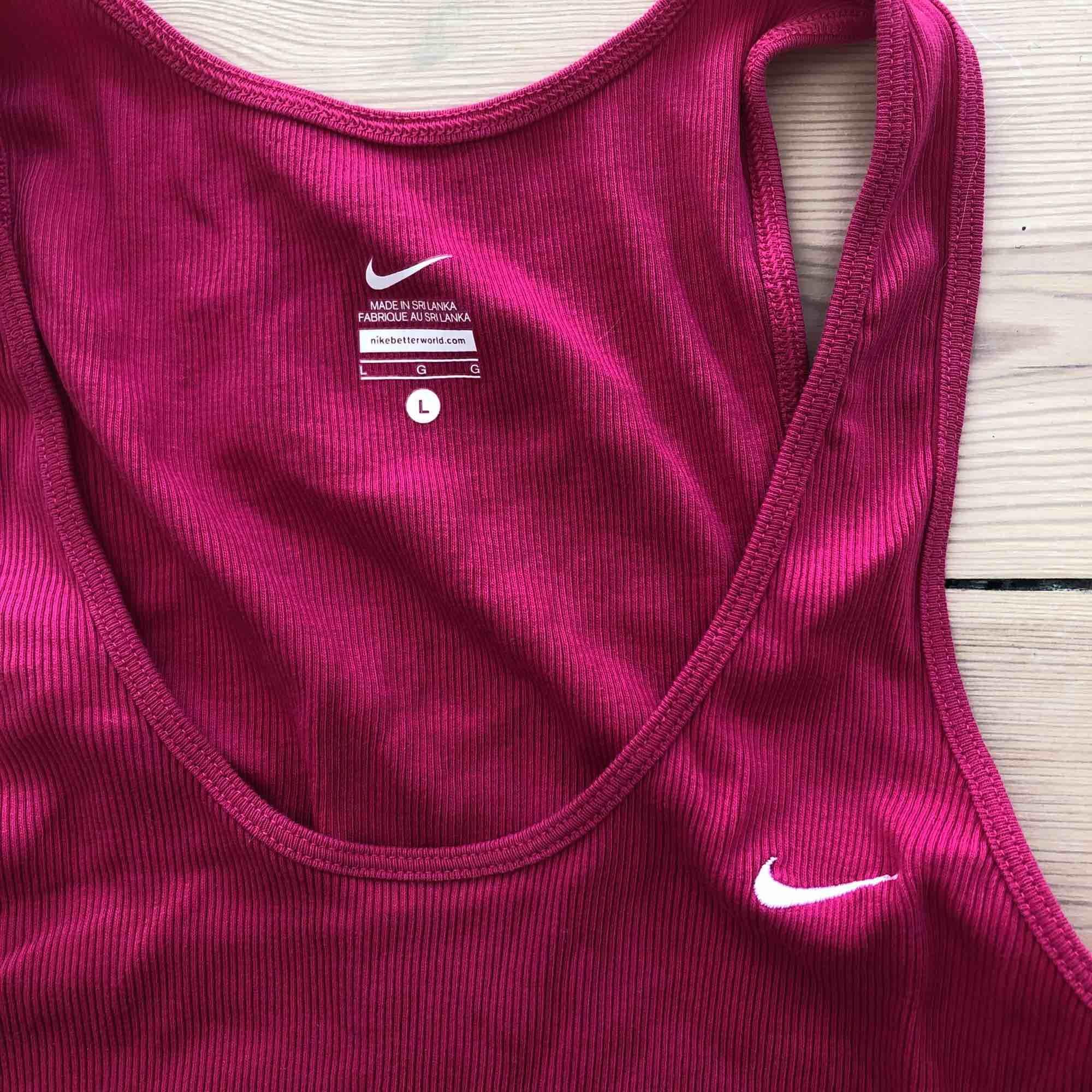 Nike träningslinne. Huvtröjor & Träningströjor.