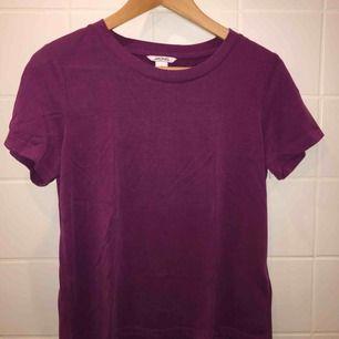Frakten ingår i priset:) T-shirt från Monki.