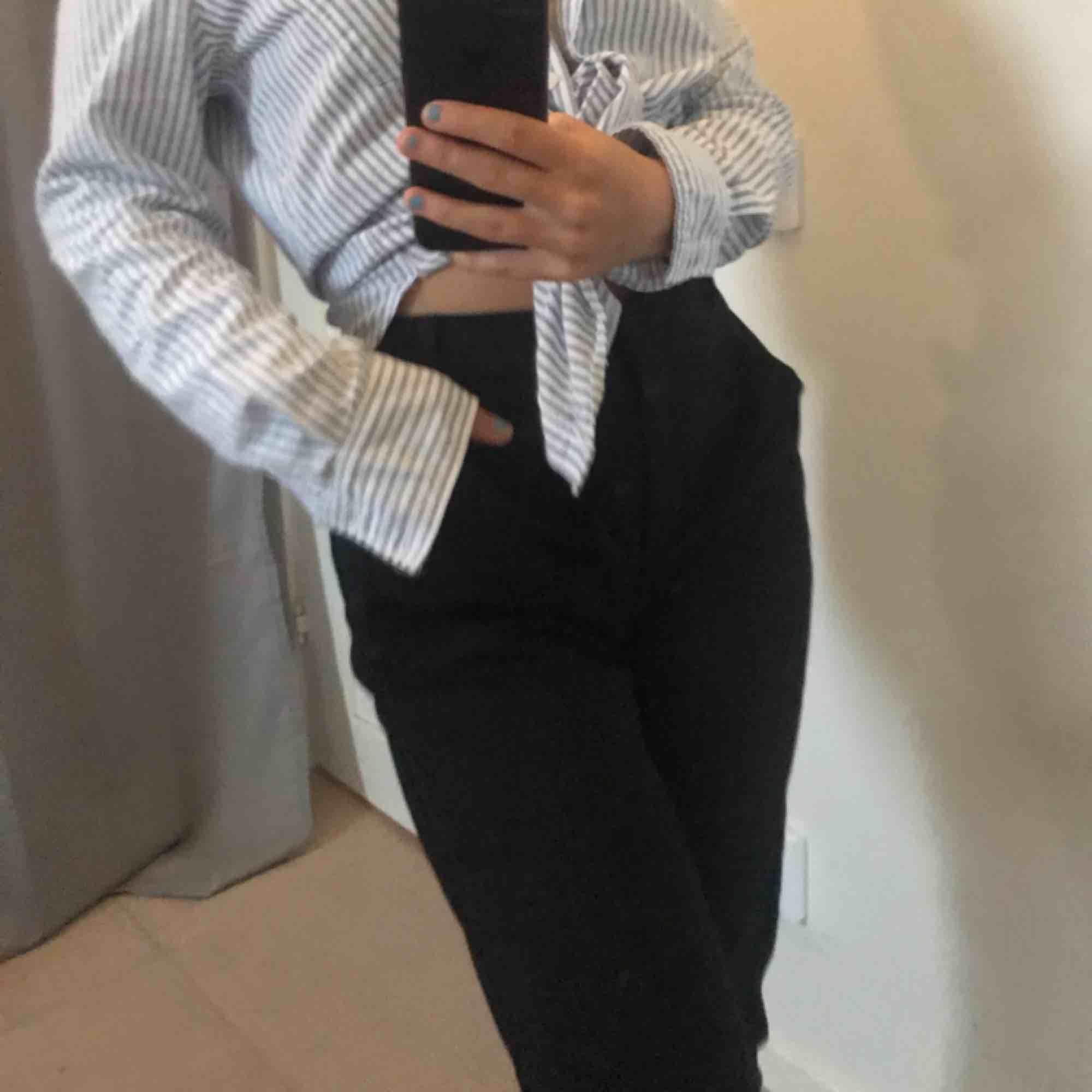 Snyggaste kostymbyxorna från Vero Moda! . Jeans & Byxor.