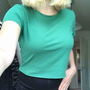 Grön T-shirt Kan mötas upp i Sundsvall annars står köparen för frakt