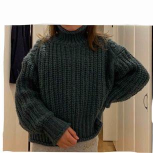 Fin tjockt stickad tröja från H&M! 🧚🏼♀️ köparen står för frakten (54 kr) :)