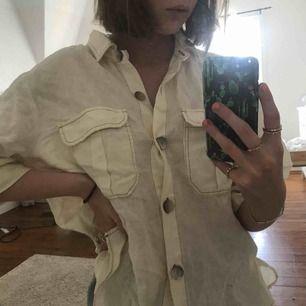 """Säljer denna härliga """"skjorta"""" köpt på Zara för några veckor sedan men kom aldrig till användning💕 frakt tillkommer"""