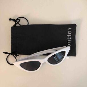 Ett par retro solglasögon från Ur&Penn! De är som nya då dom bara har använts max 2 ggr. Inga repor eller slit på glaset eller ramen☺️ Tar gärna emot swish och köparen står för frakten!