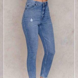 Helt oanvända Cheap Monday Jeans i modell Donna Washed Out.
