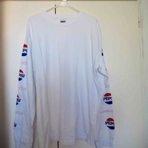 Longsleeve tröja från SweetSktbs🔥 Pepsi collab.  Print på armarna.  Lite frakt tillkommer.