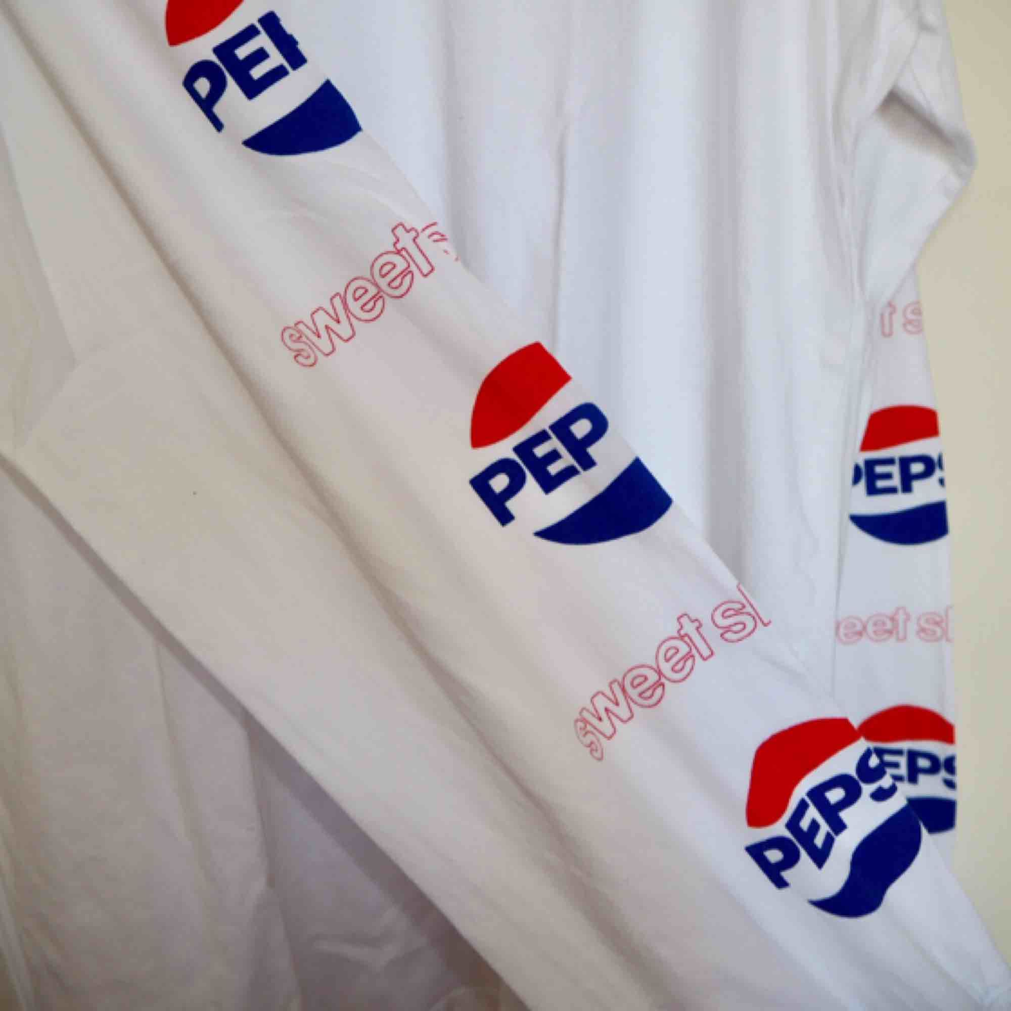 Longsleeve tröja från SweetSktbs🔥 Pepsi collab.  Print på armarna.  Lite frakt tillkommer. . T-shirts.
