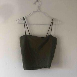 står strl M men tycker det passar en S bättre. Superpopulära linnet från Gina tricot, har beiget grönt och vitt (swipea). 50 kr för ett, 90 för två eller 110 för alla tre (inkl frakt)