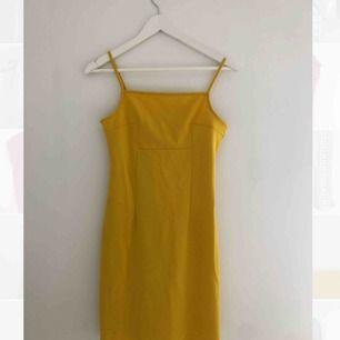 Härlig gul klänning från PIMPKIE Spanien.  Säljer pga utomlandsflytt :) oanvänd! Nyskick!
