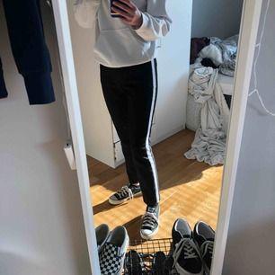 Kostymbyxor från Zara🦋 Storlek  S. Möts upp i Umeå annars kostar frakten 54kr💕