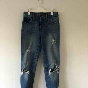 Levis 720 supersnygga o sköna jeans :) myxket sparsamt använda. frakten ingår! Även linnet finns på min plick