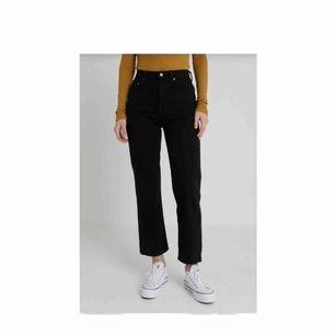 jättefina Levis jeans från Levis! Strl 24, frakt står köparen för! Använda ca 10 ggr och är i fint skick. Säljs då de har blivit för små som då är jättesynd! Hör av dig om du vill ha bilder på de! Köpta för 1149kr