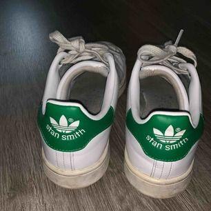 Stan Smith. Spelat tennis ibland med skorna (inomhusbana)  Så lite allmänt smutsiga men väldigt fint skick om den får en liten puts!😃 EV. Billigare vid snabb affär