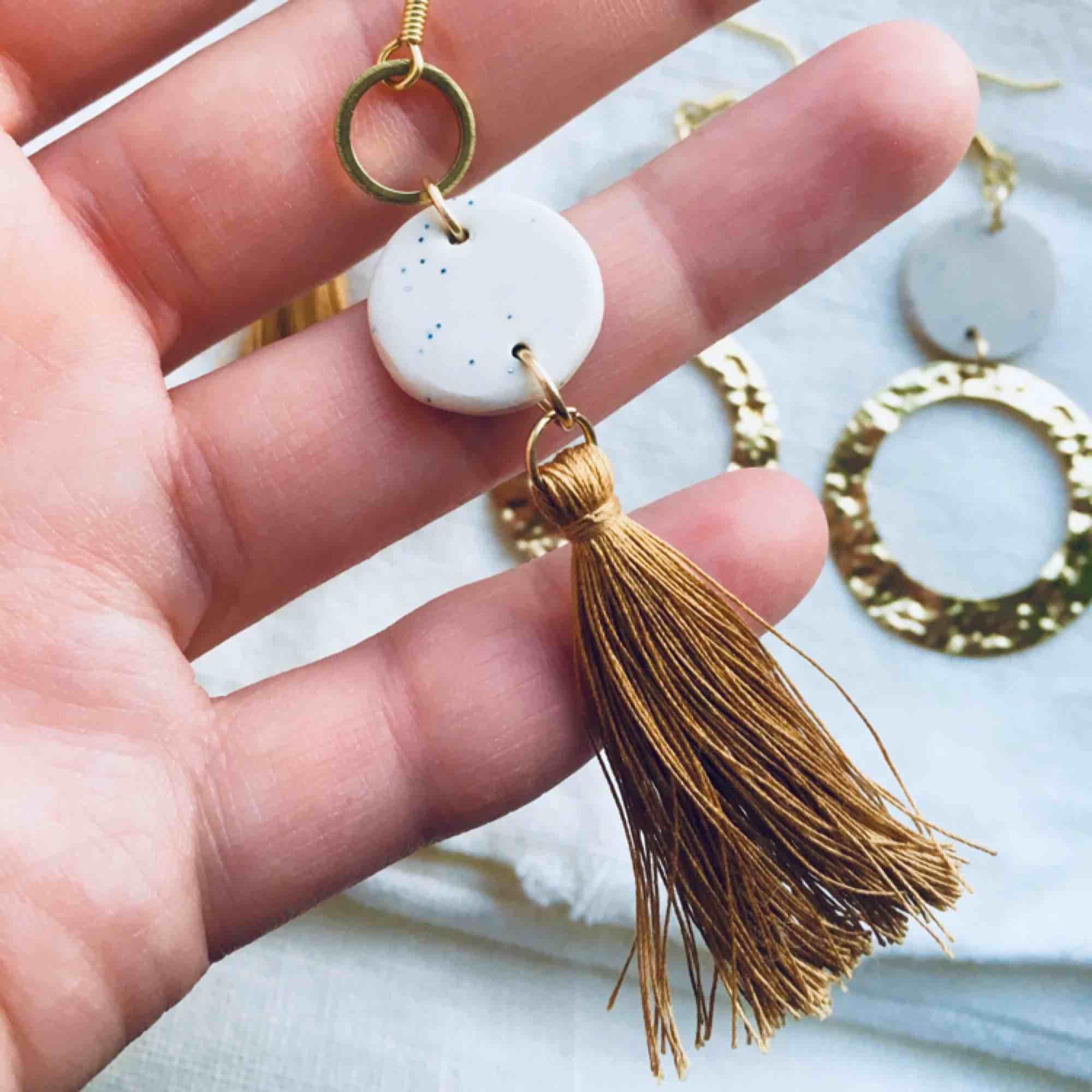 Handgjorda örhängen, frakt 9 kr 🌻 Priset gäller ett par ✨. Accessoarer.
