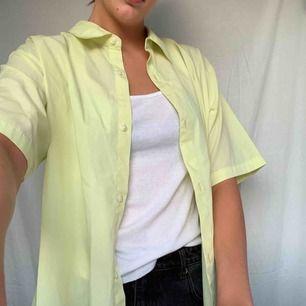 Ballaste skjortan behöver nytt hem!! Frakt tillkommer