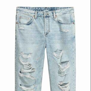 Boyfriend jeans från H&M strl 27/30. Frakt tillkommer.