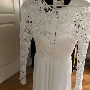 Säljer denna fina klänningen från Dennis Maglic då den är något för stor för mig! Använd 1 gång och är som ny, 120 kr + 60 kr i frakt, tar endast emot swish!💓