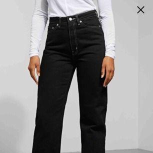 """Säljer mina älskade jeans frän weekday i modellen """"row"""" sparsamt använda! Säljs pga e pank🤪"""