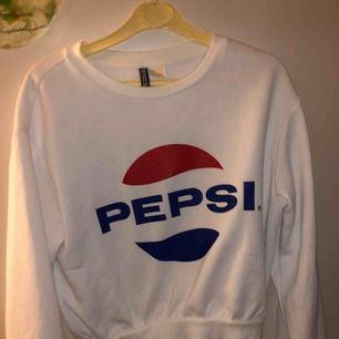 En pepsi tröja, köpt från hm, i väl skick då jag inte använt den många gånger
