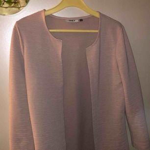 En fin rosa kofta köpt från vero Moda med märket only! Fint skick