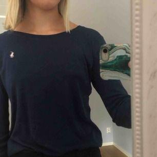 Säljer denna långärmade tshirt från Ralph Lauren, använd mycket men i bra skick. Säljs för 100 kr + 40 kr i frakt, tar endast emot swish 💓