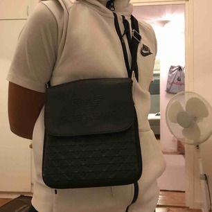 Giorgio Armani väska i svart skinn AA-kopia Aldrig använd