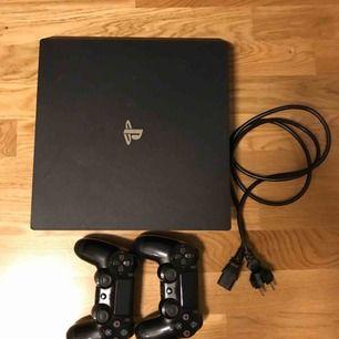 Sony playstation 4 slim 500 GB (Inkl 1st handkontroll, den andra 300 kr).  HDMI sladd + handkontroll laddare ingår. ena handkontrollen säljes desperat för 300 hundra. Total summa = 3300 kr