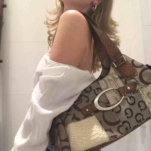 Snygg väska som jag aldrig använt :)!