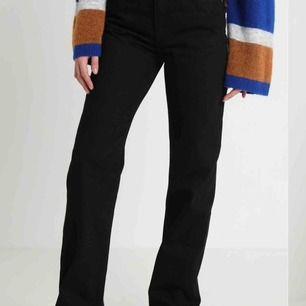 Snygga svarta jeans från Weekday. 27/28 i storlek. Fräscha och i gott skick!