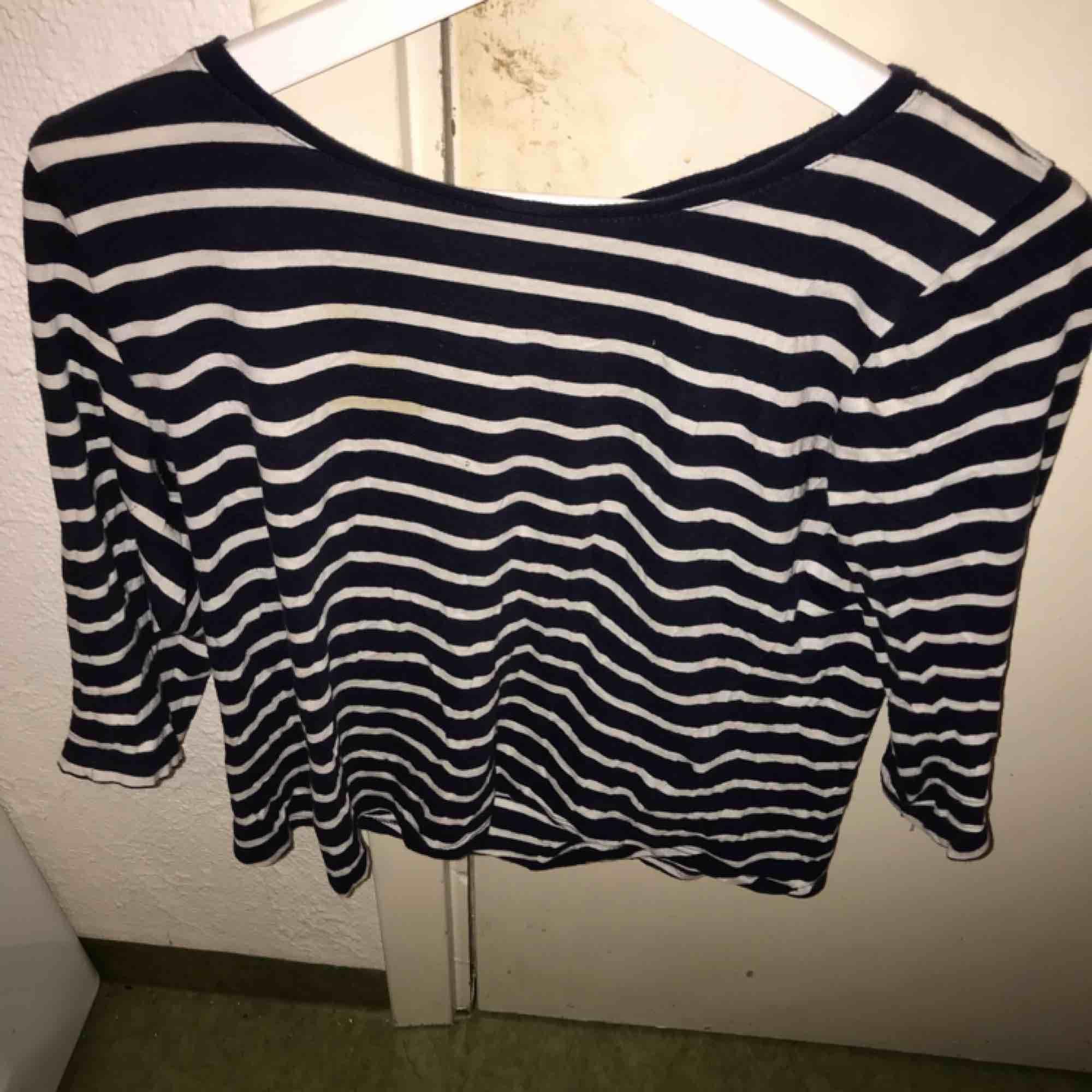 Randig tröja från Ginatricot, använt några gånger! Köparen står för frakten. Tröjor & Koftor.