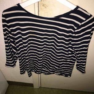 Randig tröja från Ginatricot, använt några gånger! Köparen står för frakten