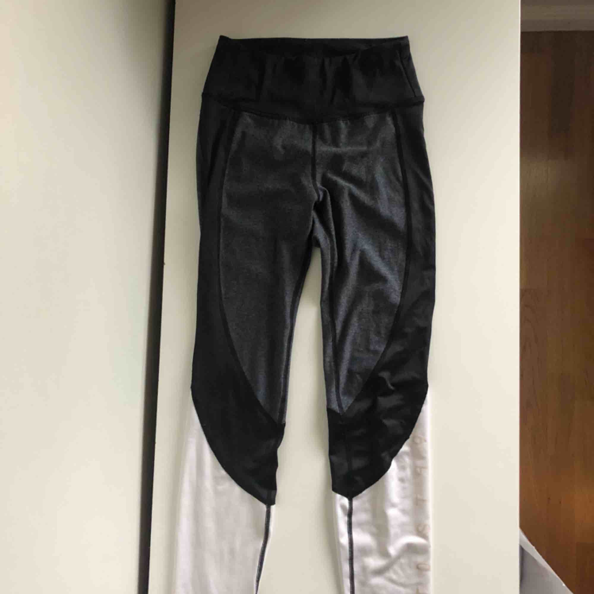 Tränings tights från hm i storlek xs. Använd ca 3 gånger . Jeans & Byxor.
