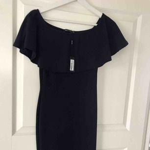 Stretchig klänning från Nelly Trend  Aldrig använd  Marinblå