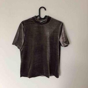 Fin tröja som är köpt på Zara! Säljer då jag inte tycker att jag passar i den. Nypris 199 men säljer för 40.