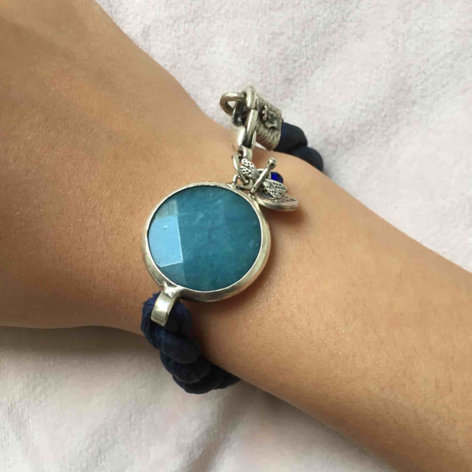 Superfint armband från Lite kalabalik. Frakt ingår tar swish😊 Nypris: 650kr. Accessoarer.